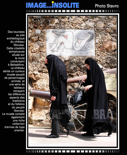 photo stavro - Des touristes au site du ch�teau Moussa � Beiteddine